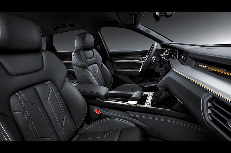 アウディ、初の量産EV「e-tron」を米で披露。価格は約1050万円