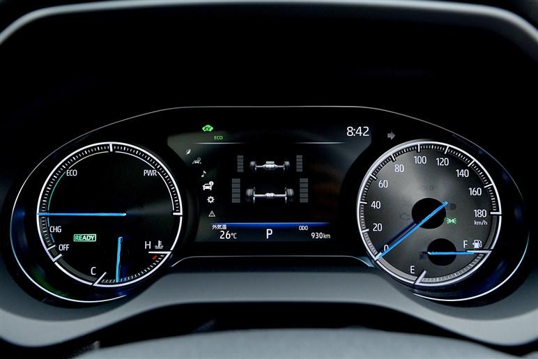 """新型ハリアー試乗。ガソリン、ハイブリッド、駆動方式…おすすめの""""組み合わせ""""を探る"""