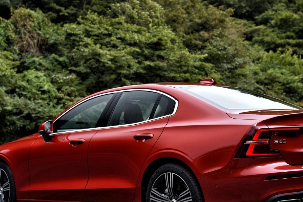 新型ボルボS60日本発売 T5インスクリプション試乗 V60の4ドア・セダン版、長距離ツアラー的