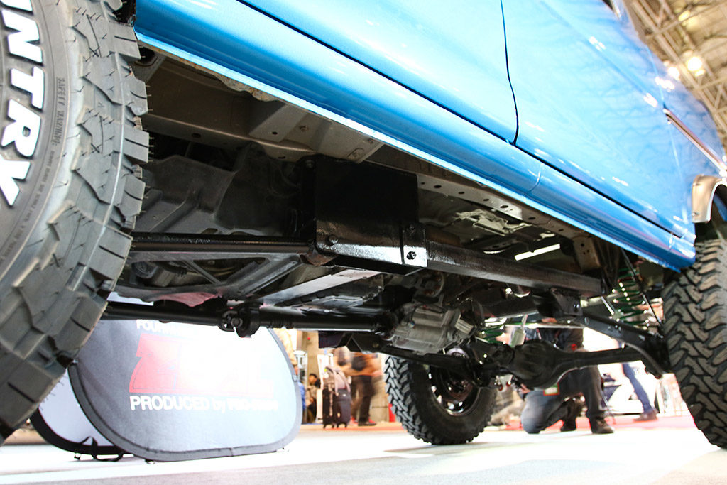 「プロレーサーの新たな愛車は異色の軽バン!?」ジムニーの足回りをハイゼットに移植&リフトアップ!【東京オートサロン2020】