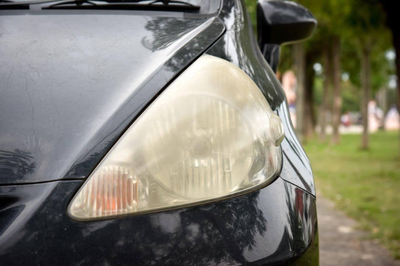 紫外線が強くなると深刻に! 車検が通らなくなるヘッドライトの白ボケ なぜそうなる!? どう解消!?