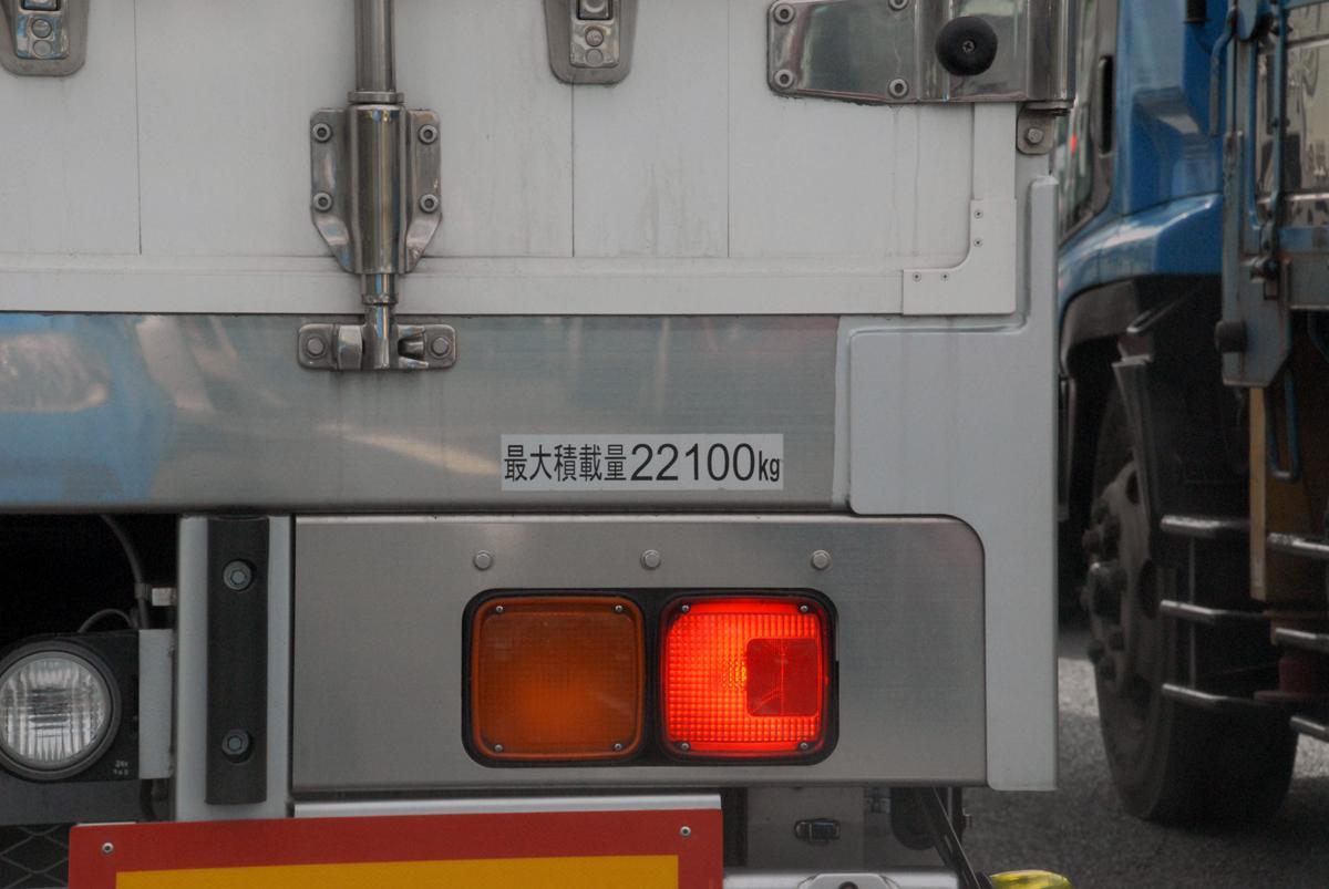 「載るんだからいい」「バレなきゃOK」は通用しない! トラックの「過積載」がもつ重大リスクと悲惨な事故とは