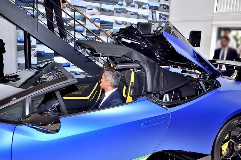 0-100km/h加速3.1秒のオープンモデル、ウラカン ペルフォルマンテ スパイダーを日本初披露