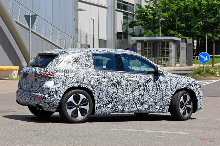 新型メルセデス・ベンツGLA、偽装が少ないテスト車の写真を入手 発表9月か