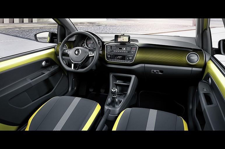 VW up!がキリリ顔へとイメチェン。スマホ連携を強化した今どきスタイル