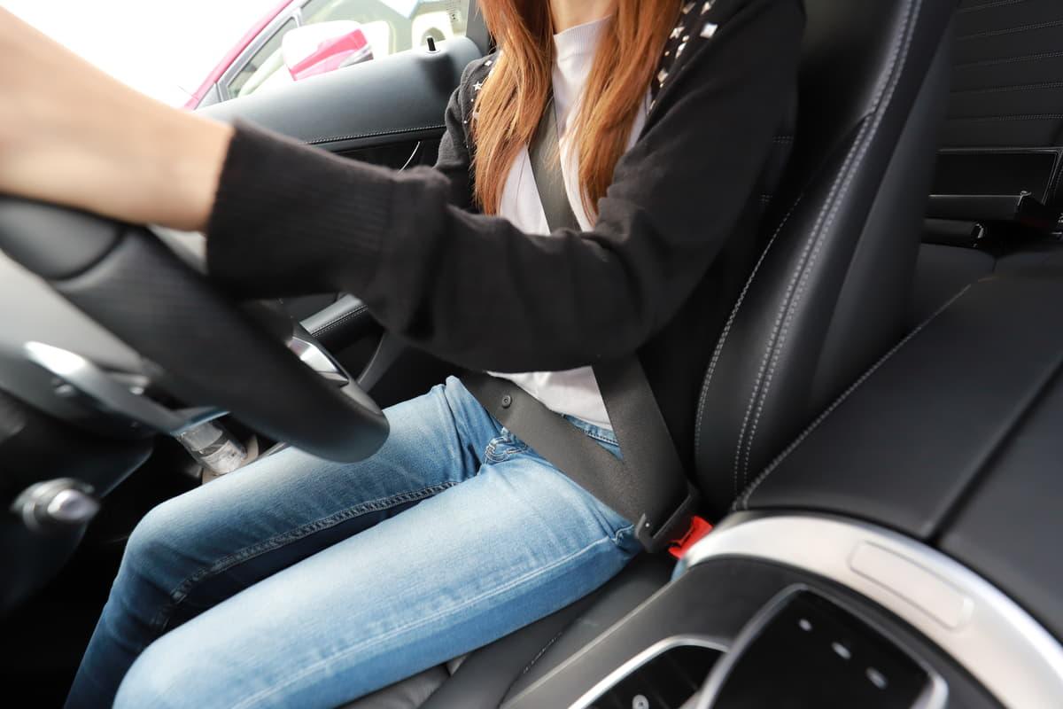軽やミニバンでもOK! スポーツカー御用達のバケットシートが運転中の「腰痛対策」になるという衝撃