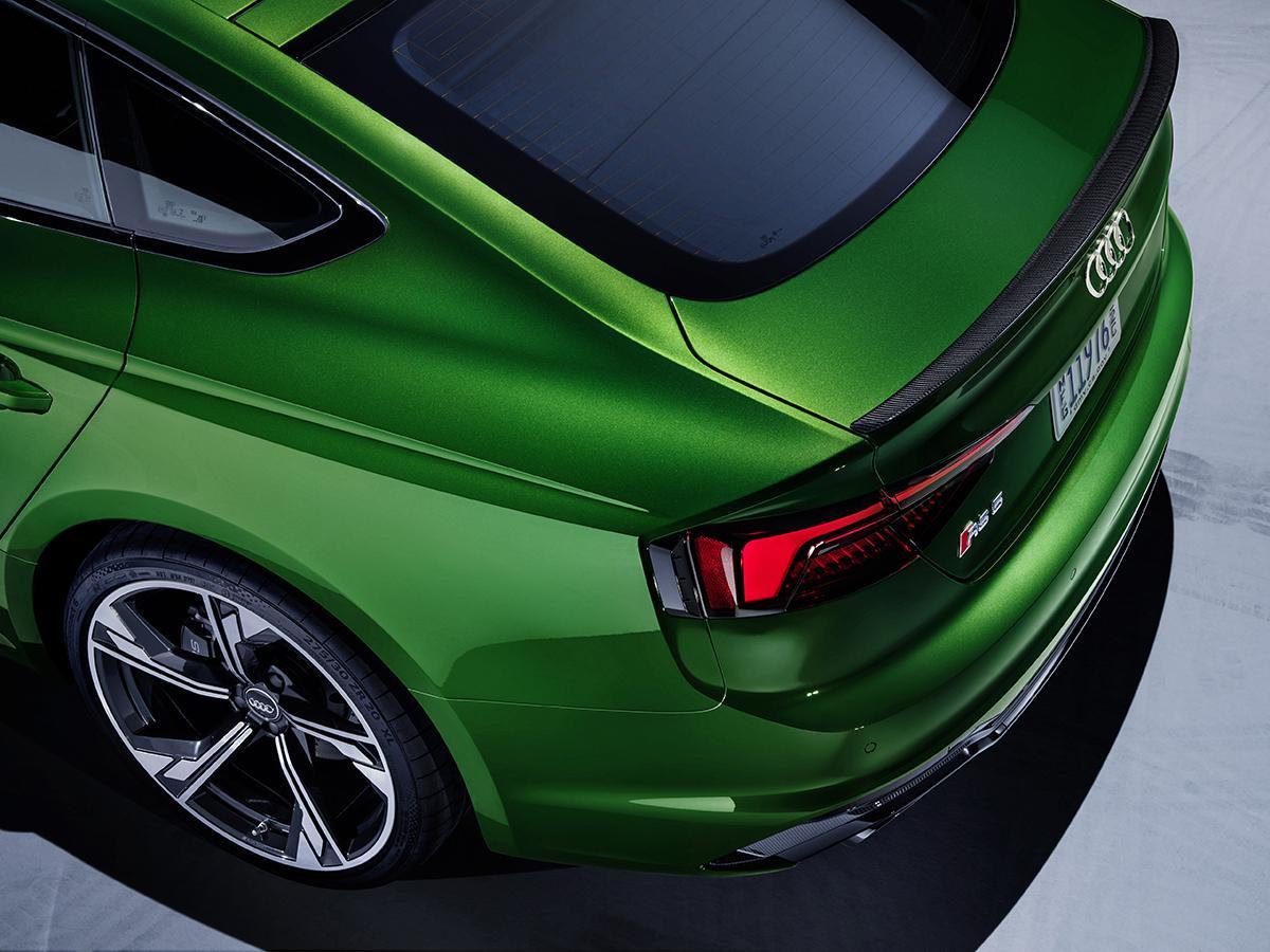 アウディ最強のRSシリーズ最新モデル! 450馬力の4ドアクーペRS5 Sportbackが発売