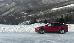 買うと賢く見えるSUV「テスラ・モデルX」で雪上走行性能を確かめる【前編】