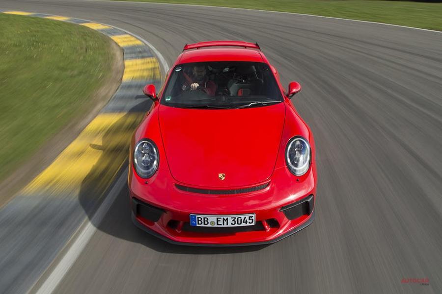 ポルシェ史上最も成功 1月–3月新車販売 6万3478台