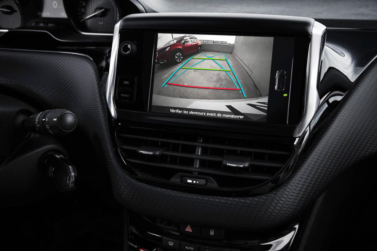 プジョー「2008」、シートヒータやパークアシストなど基本装備をアップグレードし発売