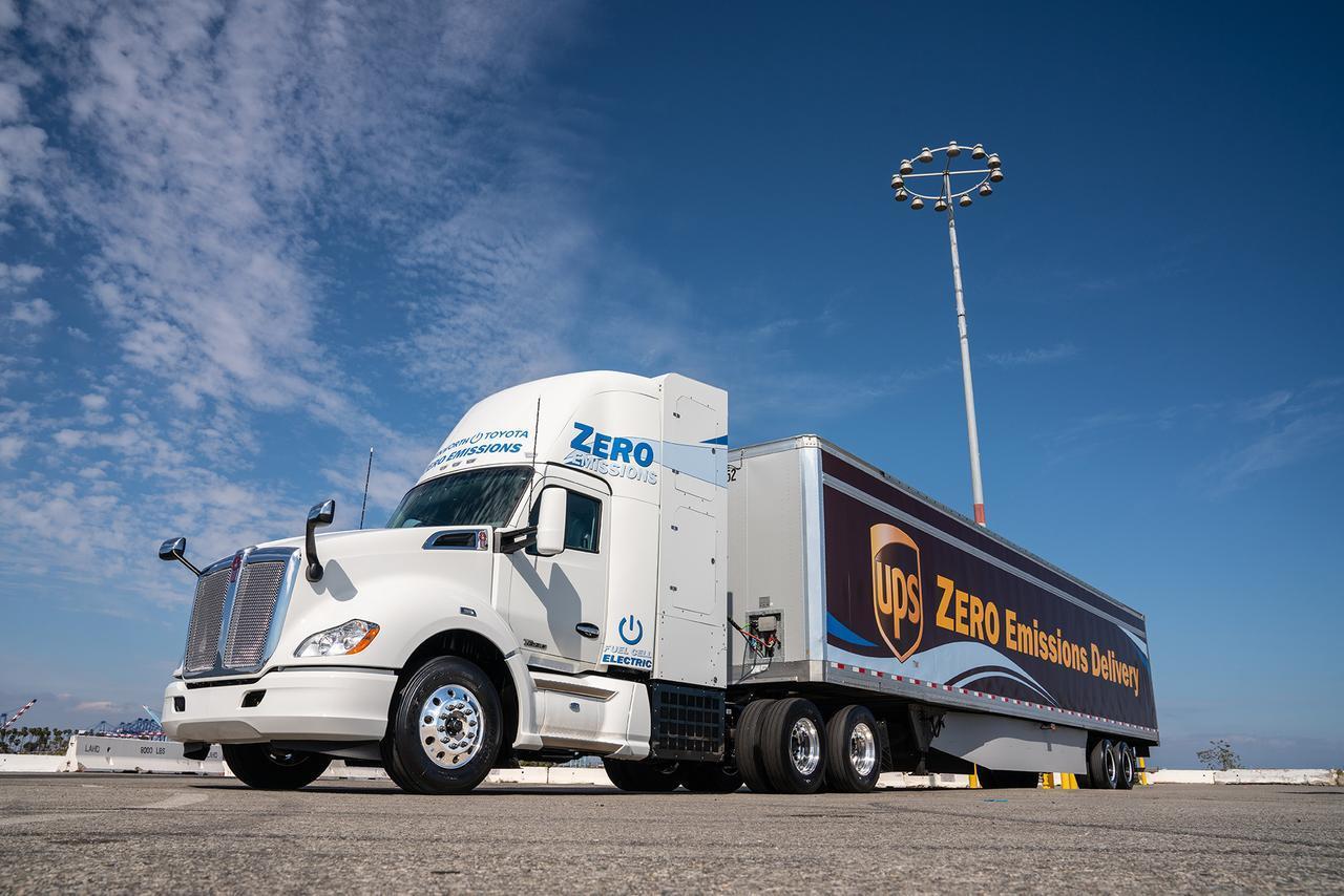 貨物輸送もゼロエミッション化!トヨタ、米LA港プロジェクトに投入する燃料電池大型トラックを公開