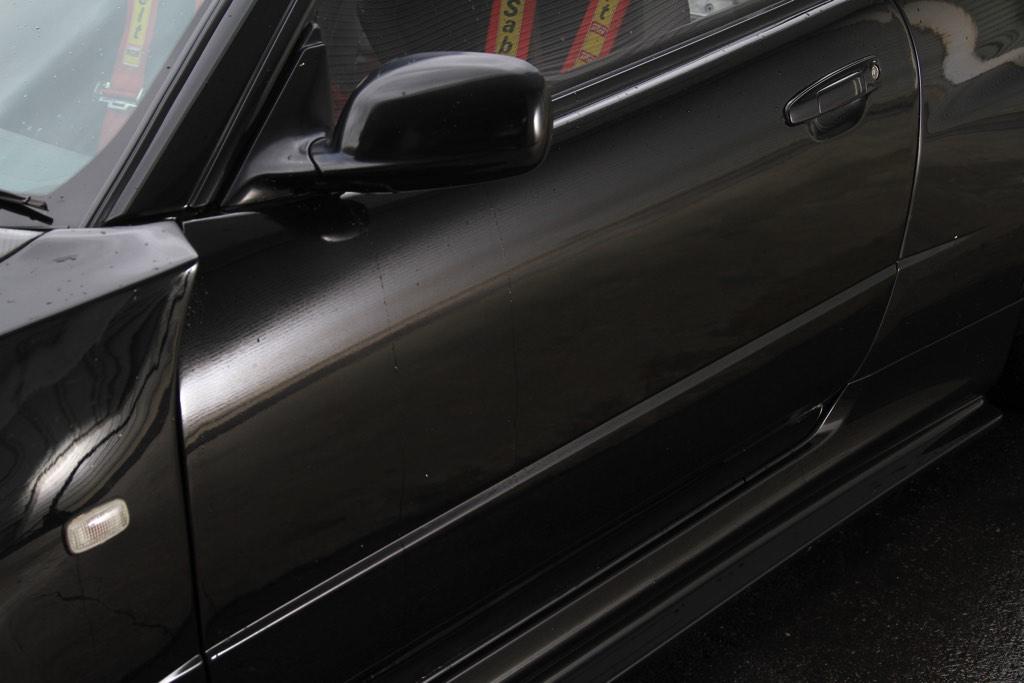 「マイナス200キロの軽量化!」車重1300キロ台を達成したGT-R(BNR34)サーキットスペック!