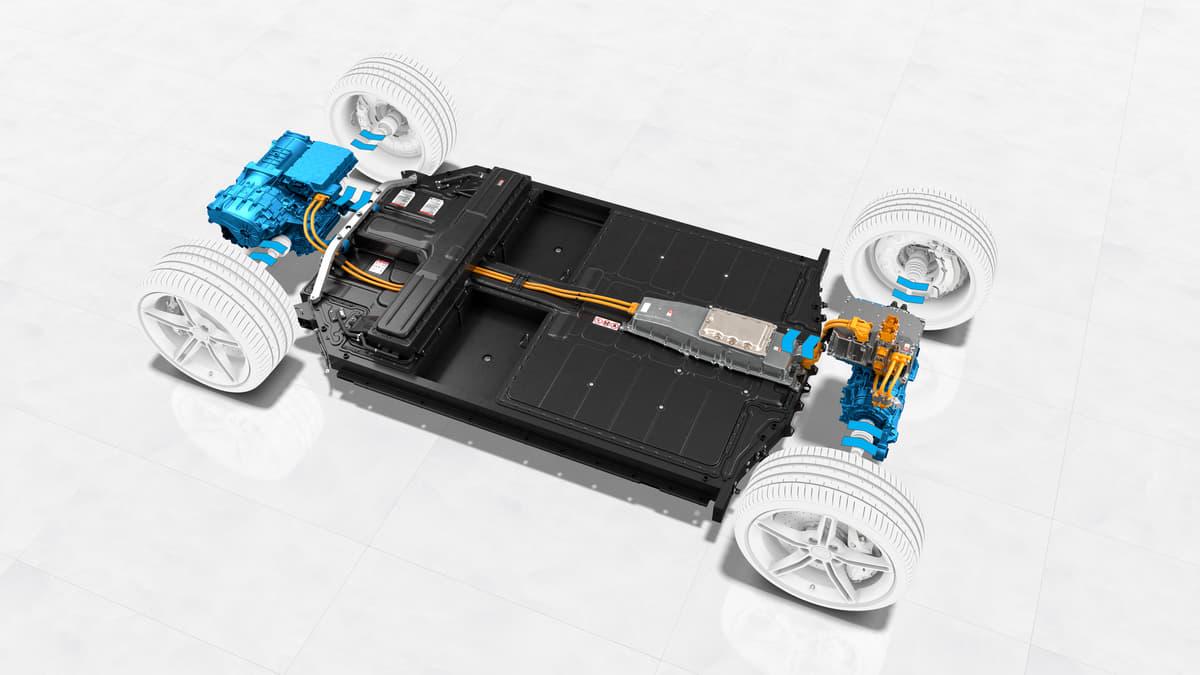 ポルシェ初のEVスポーツカー「タイカン」!他メーカーが諦めていた2速変速機を採用