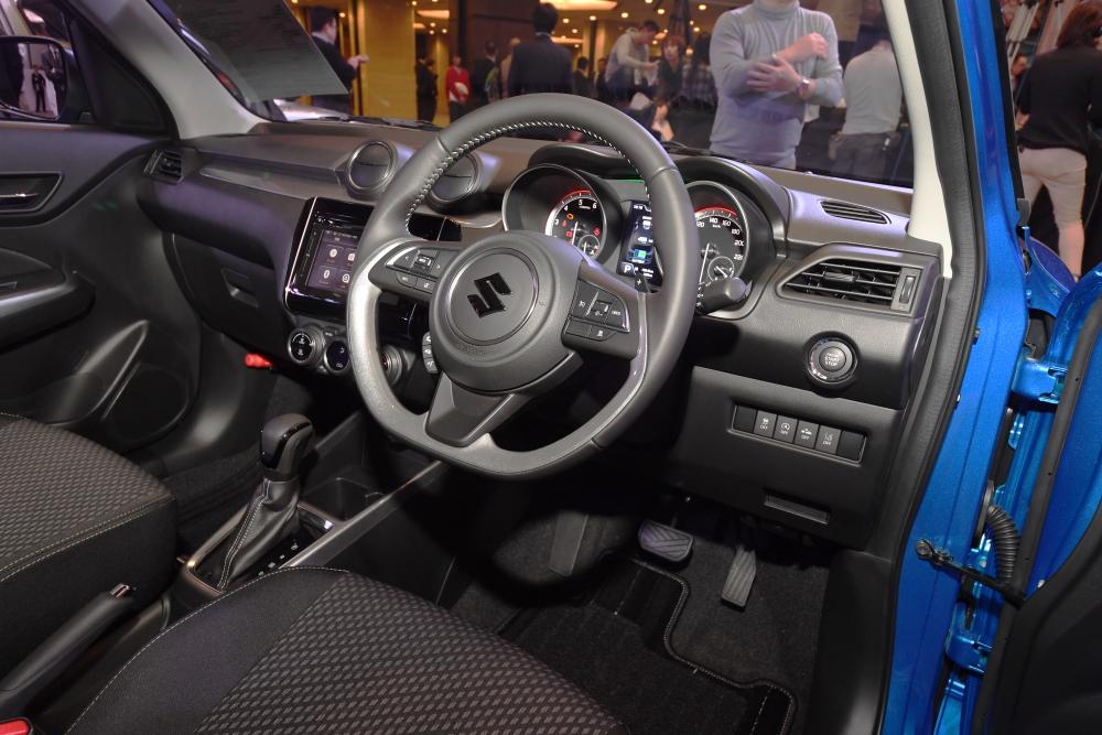 【最高燃費は27.4km/L】ターボモデルも加わった新型スズキ・スイフト登場