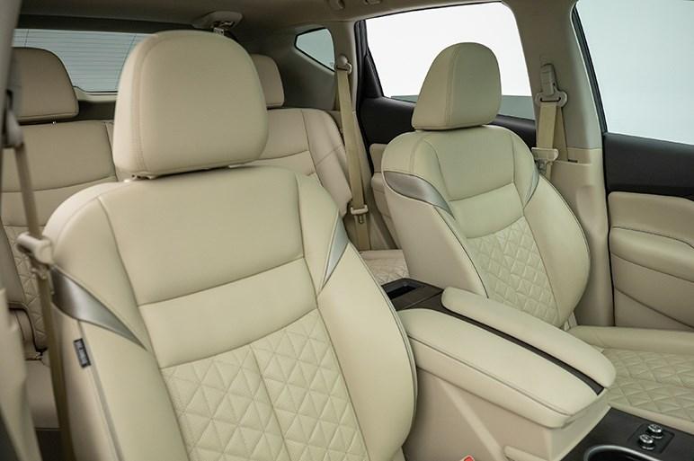 日産、ムラーノの改良モデルを初披露。デザインを一部改良し、内装も質感向上