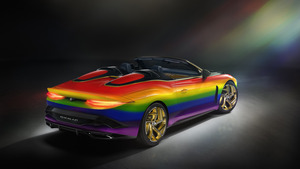 ベントレー、虹色のマリナー バカラルを公開。工場再開への願いを込めた7色の架け橋