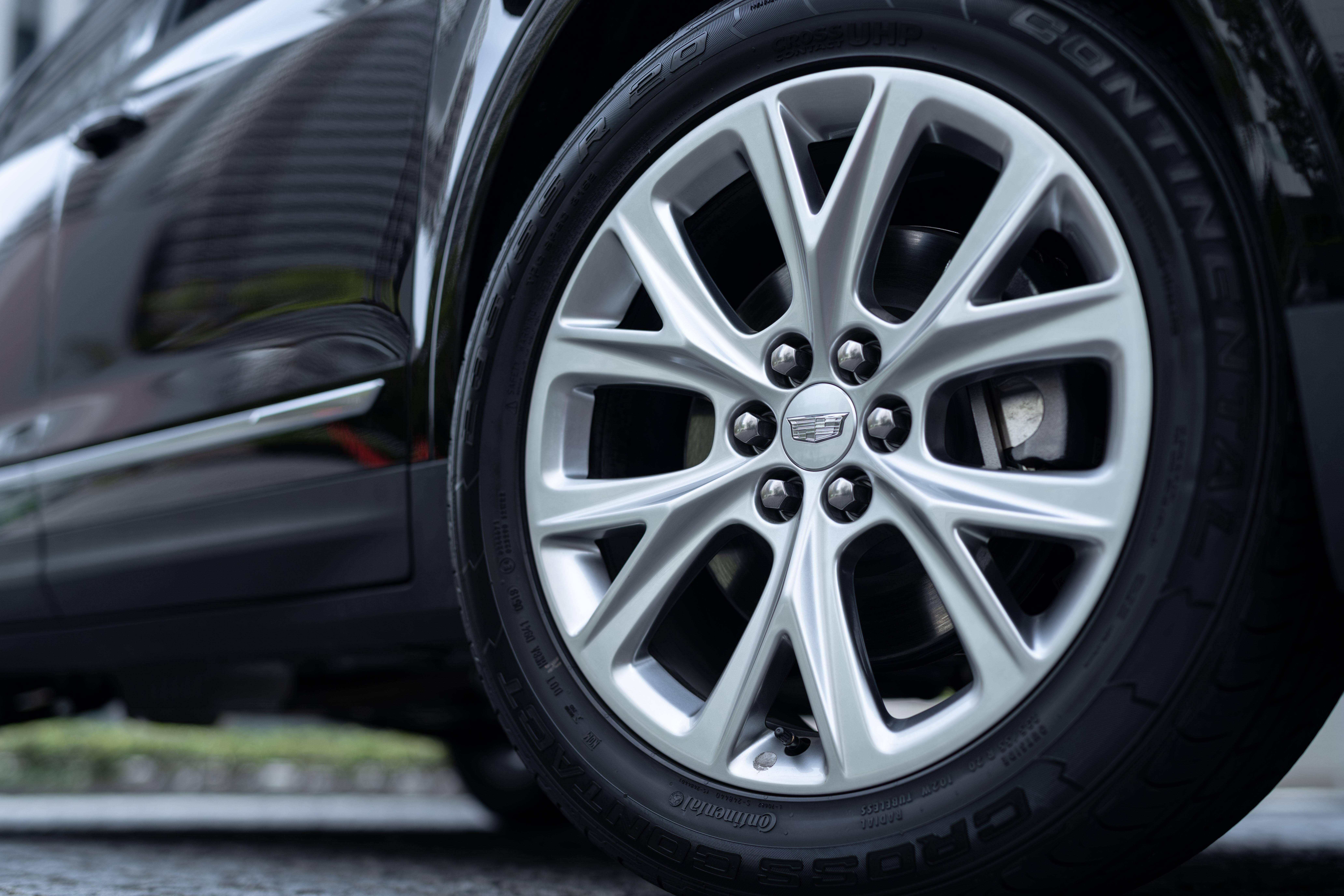 小川フミオのカー・エッセイ~アメ車のSUVはコスパ良好!キャデラック XT5だからこそ味わえる世界とは?