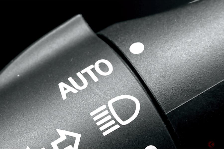 2020年オートライト義務化で無灯火減る? 現状はメーカー間で38分も点灯時間差 設定が違う理由とは