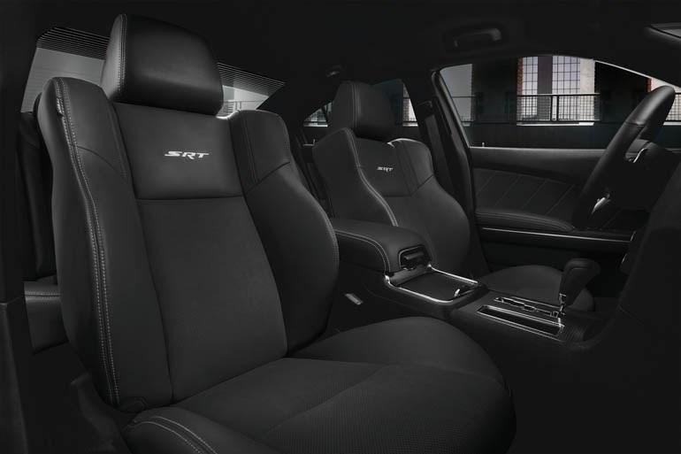 クライスラー300の内外装の質感を大幅に変更