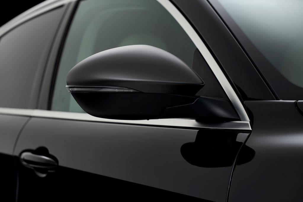 アルファロメオの「ステルヴィオ」に外観をスタイリッシュに演出した限定モデル「2.0ターボQ4モノクロームエディション」が登場!