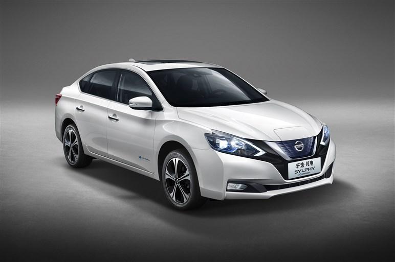 日産、「シルフィ」のEVや本格SUV「テラ」を北京モーターショーで披露