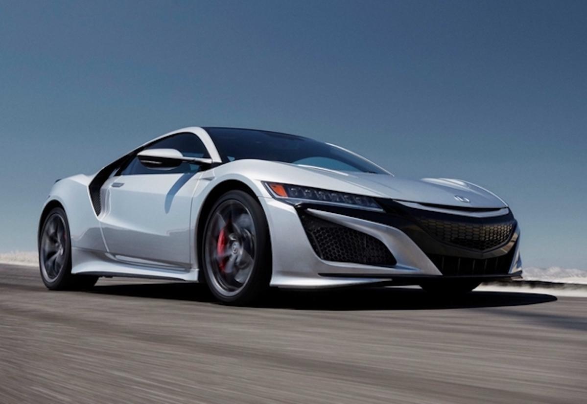 いま買える「最も車高が低いクルマ」は?ホンダ NSX? ランボルギーニ? フェラーリ?