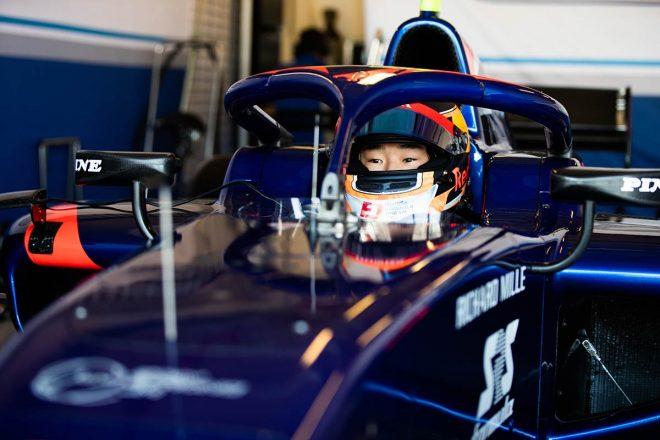 F1 Topic:レッドブル首脳も注目する角田裕毅がF2アブダビテストに参加