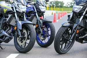 「バイアスタイヤ」と「ラジアルタイヤ」、250ccモデルで乗り比べると…どう違う?<オータの用品基礎コラム>
