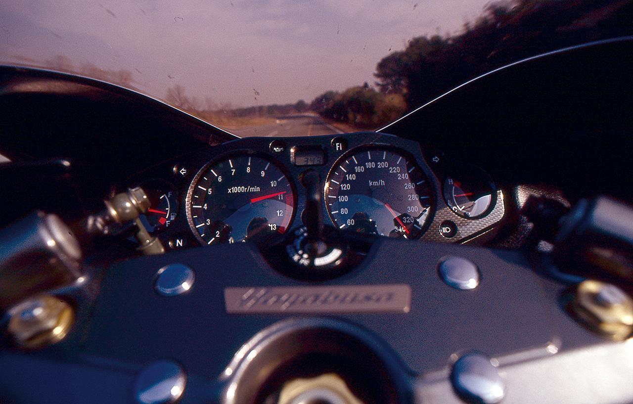およそ30年前にスズキ「ハヤブサ」で時速300km/hを超えた話 ~SUZUKI GSX 1300 R HAYABUSA~「幻の大記録」(平成11年)