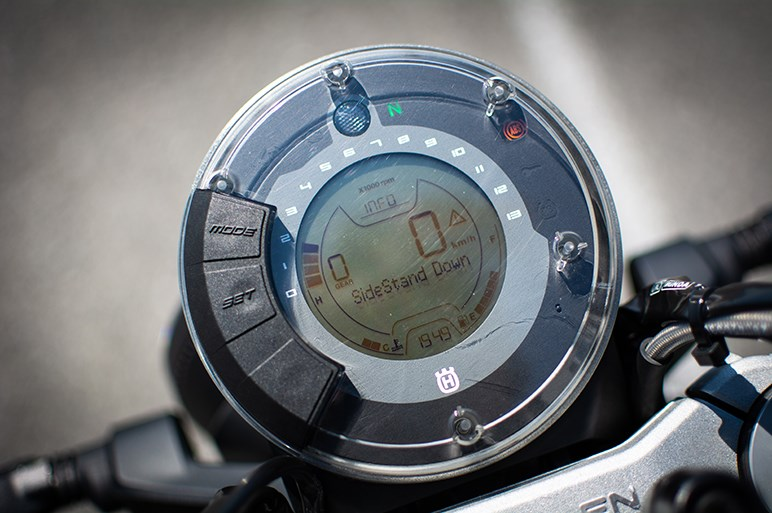 ハスクバーナ SVARTPILEN 401は久しぶりにバイクに乗る&初めて乗る人にもおすすめできそう