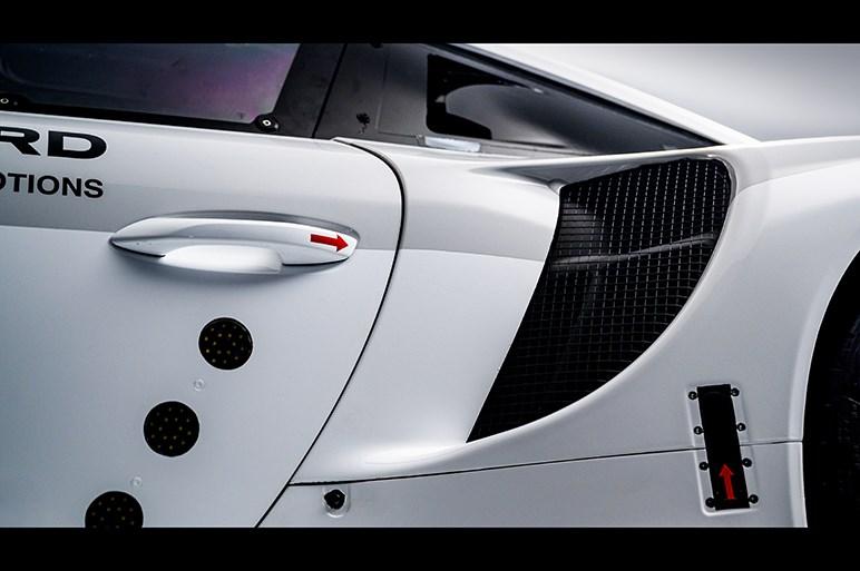 ポルシェ、911のレースカー仕様「911RSR」の新型を公開