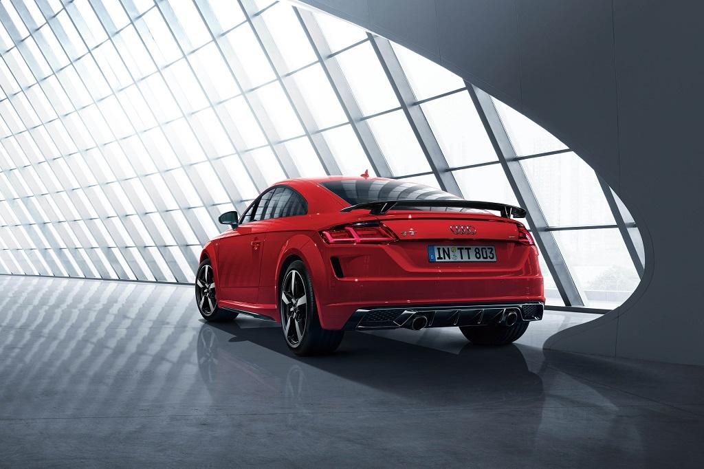 マトリクスLEDヘッドライトなど内外装の装備が充実したアウディの限定モデル「TT Coupé S line competition」