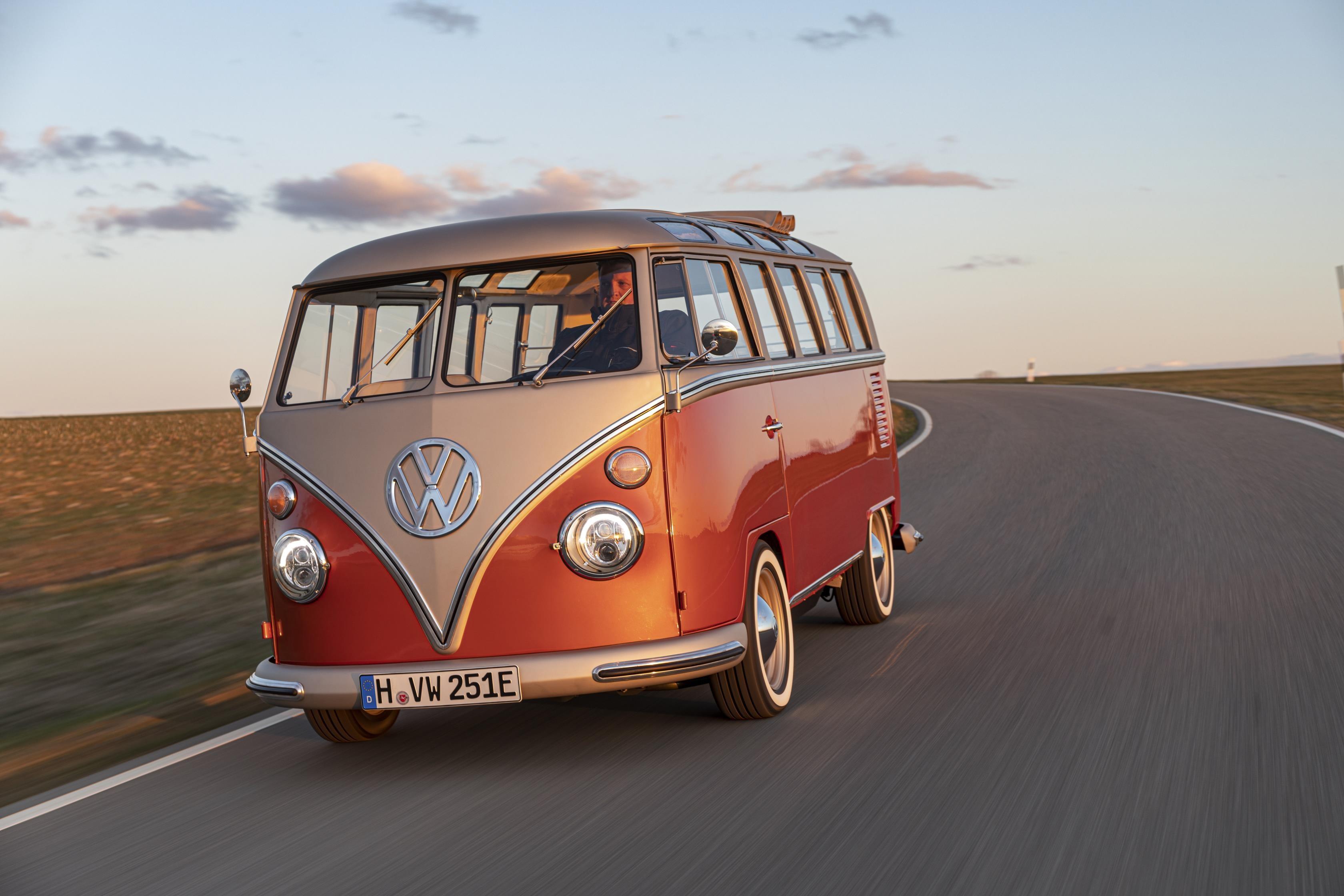フォルクスワーゲンの人気のワーゲンバスが電気自動車になって登場