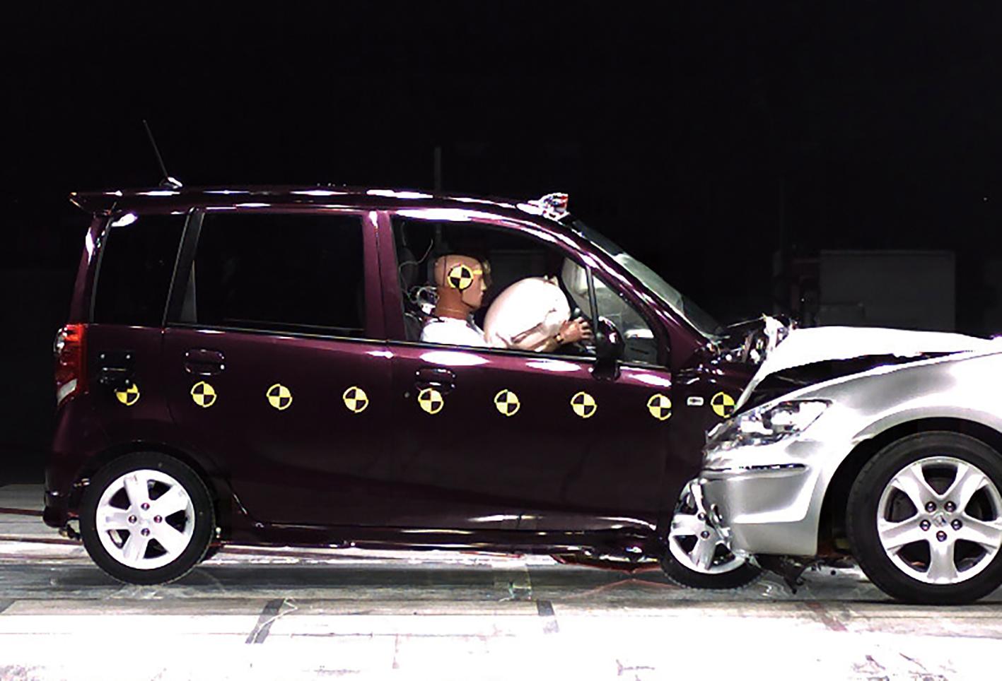 【安全装備の充実が目覚ましいが……】軽自動車の安全性能は登録車より劣るのか?