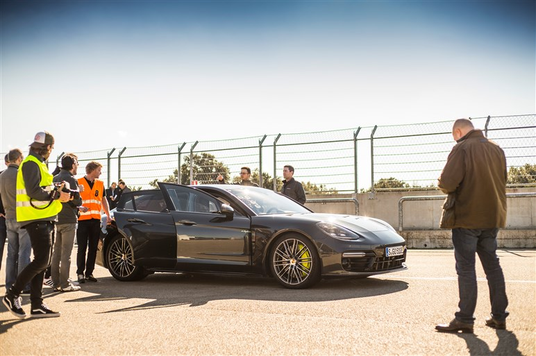 パナメーラ最強モデルのターボ S E ハイブリッド、助手席速攻試乗レポート