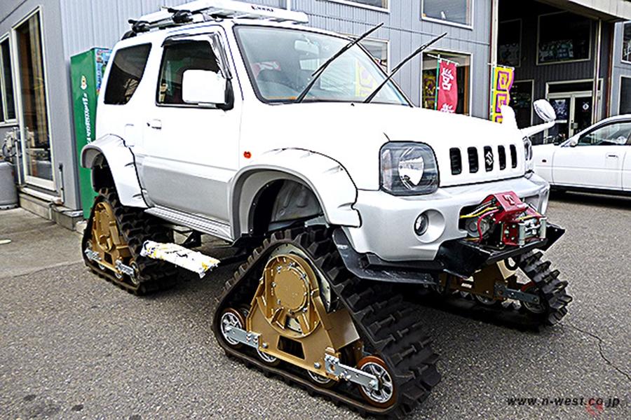 ジムニーやハイエースを戦車化? 公道も走れる究極の4WDシステム「クローラー」とは