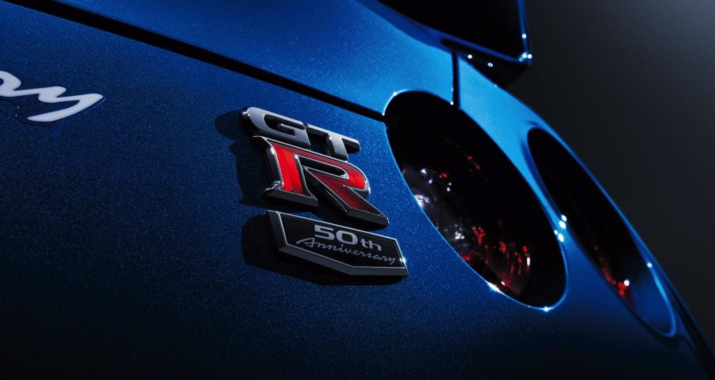 「ワンガンブルーにチタンテール?」 R35GT-Rの2020年モデルは走り屋大好き仕様だった件