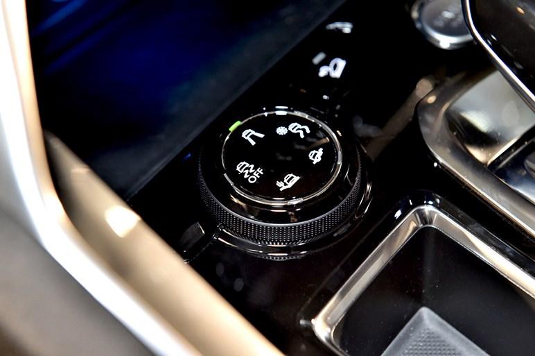 プジョー新型SUV「3008」を発表。3列7シーターの「5008」も初公開