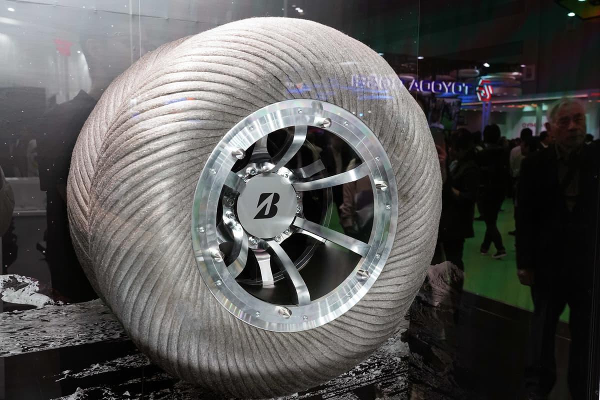 進化する「未来のタイヤ」! 空飛ぶクルマ、充電機能、空気の自動充填に対応