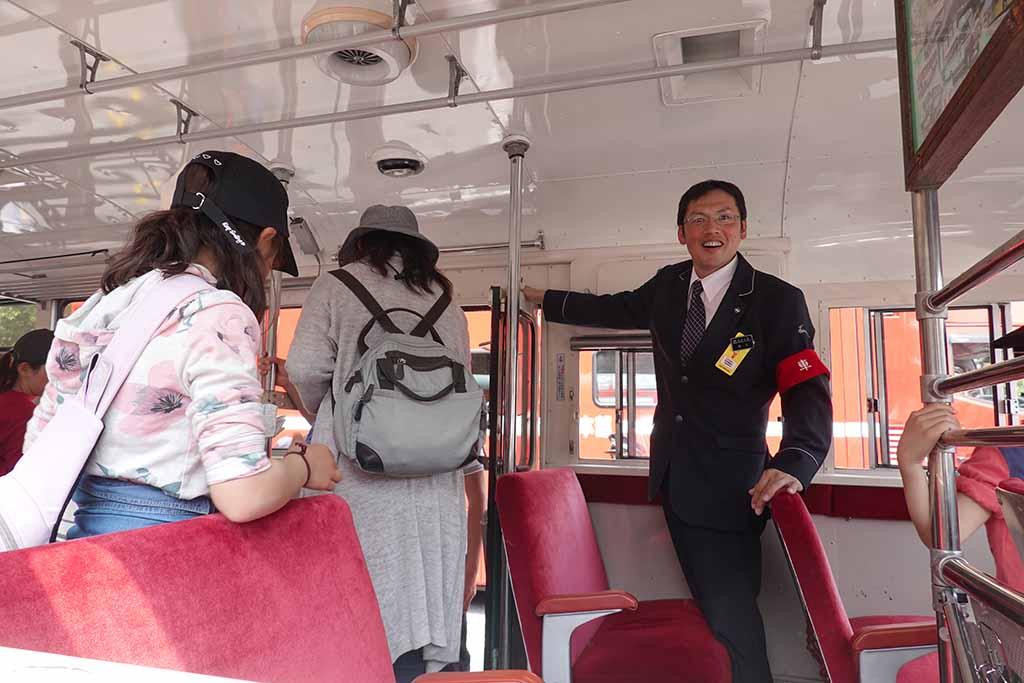 橿原神宮に奈良交通ボンネットバスとスーパーカーが集結!「春の神武祭」