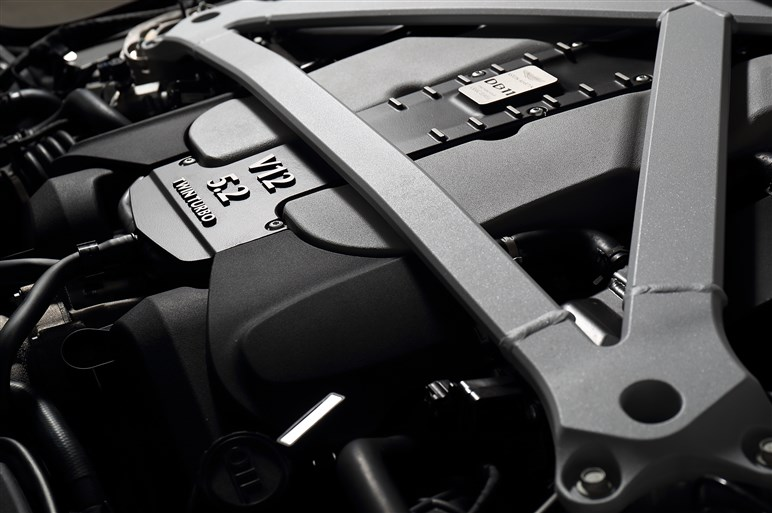 DBシリーズ史上最強、アストンマーティンDB11にサーキット試乗