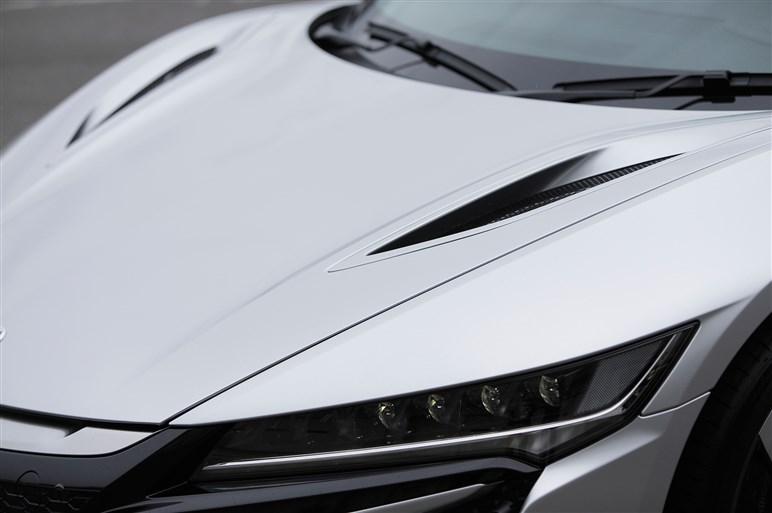 新型NSXは初代NSXの進化型じゃない。サーキット試乗で見えた正体とは?