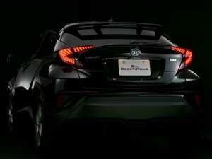 〈トヨタ・C-HR〉個性際立つ幻想ファイバーテール! 高級感を高めるシーケンシャルも採用!