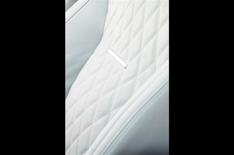 レンジローバーの最上級モデルSVオートバイオグラフィーの最新作が発表