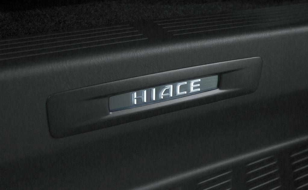 """ハイエースとレジアスエースの特別仕様車「""""DARK PRIMEII""""」を発売。誕生50周年記念のハイエースも登場!!"""
