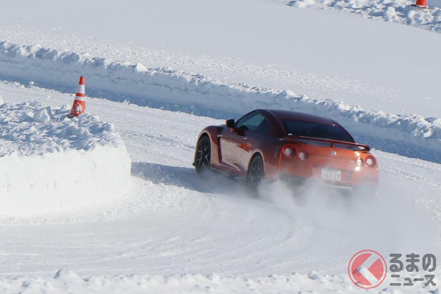 雪道は4WD車じゃないと走れない? 2WD車のFFとFRで雪道が得意なのはどっち?