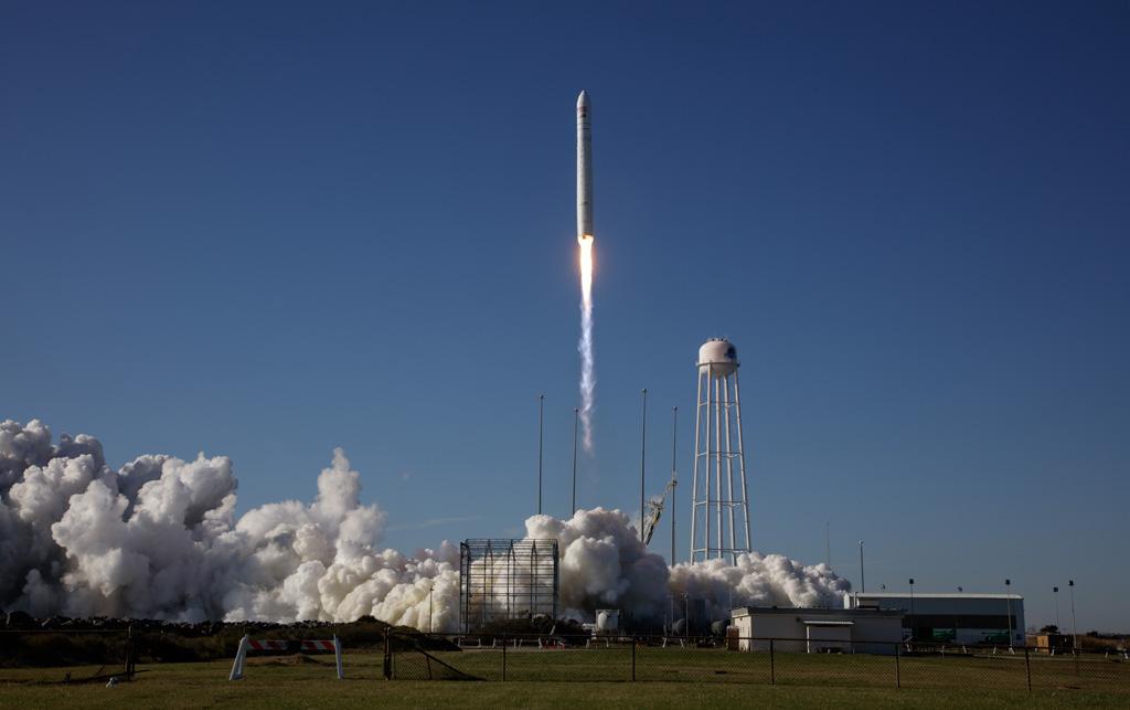 ランボルギーニが宇宙へ! ISSでカーボン複合素材の研究を実施