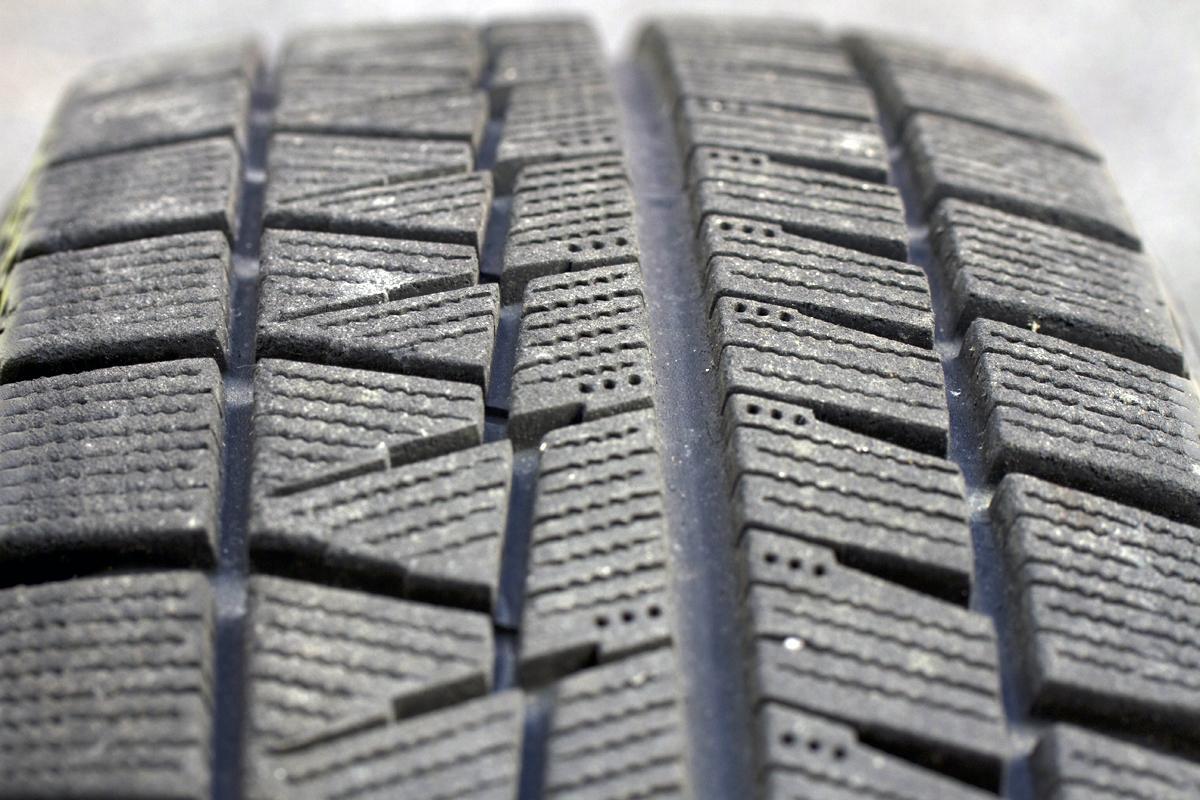 スタッドレスタイヤは「安いものを毎年買う」or「高価なものを数年使う」どちらが正解?