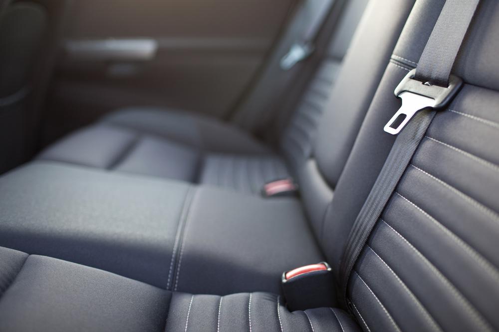 死亡事故のデータが物語る後席でもシートベルトを必ず着用すべき理由