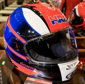 アライ×ホンダの特注「RX-7X」、額にはHRC! CBR1000RR-Rにぴったりなフルフェイスヘルメットがお披露目された!